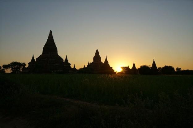 bagan temple couché soleil