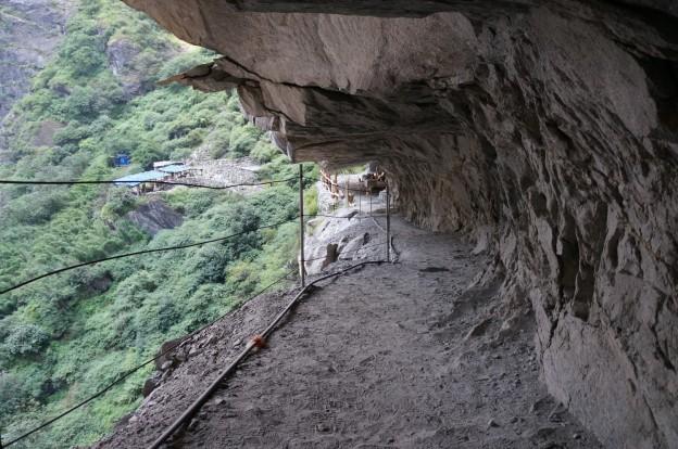 chemin dans montagne