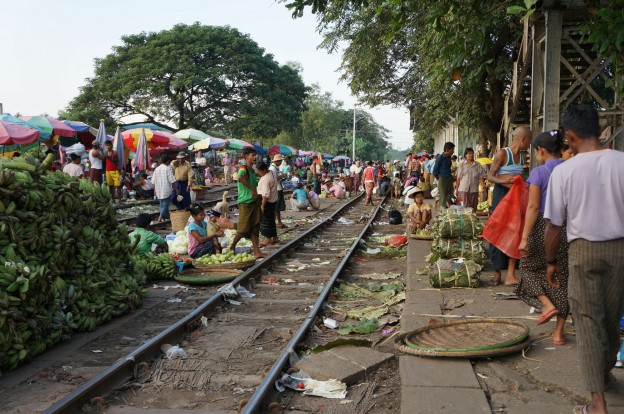 marché train yangon