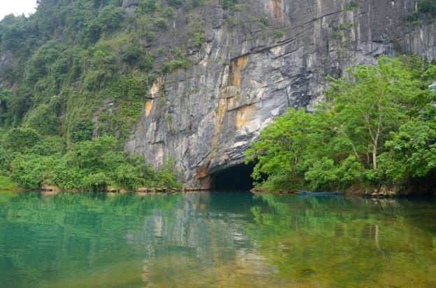 entrée grotte bateau