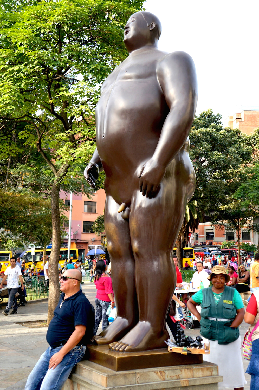 grosse statue